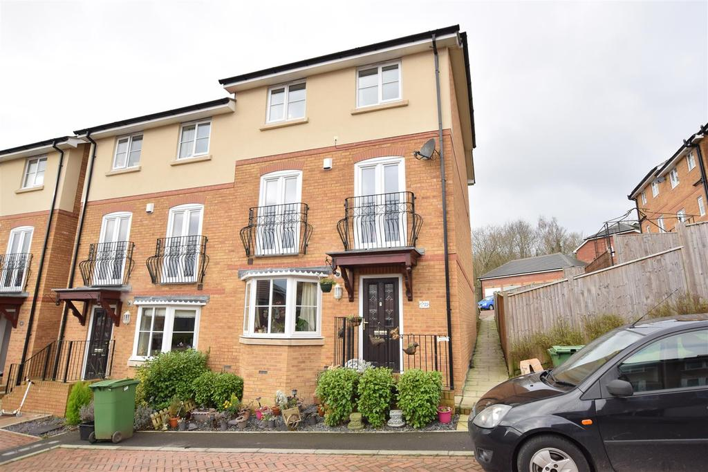 4 Bedrooms Semi Detached House for sale in Etchingham Drive, St. Leonards-On-Sea