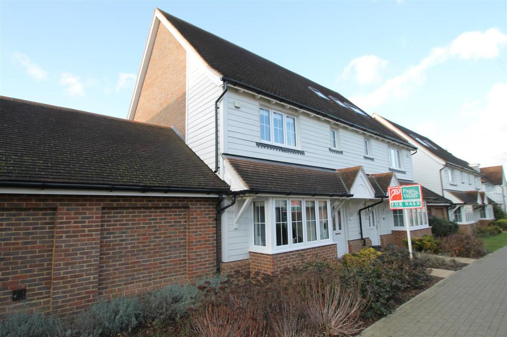 3 Bedrooms Semi Detached House for sale in Pixie Walk, Kings Hill, West Malling