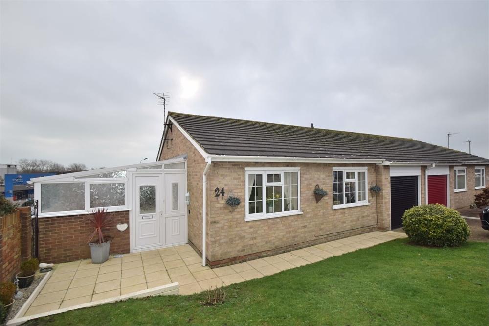 2 Bedrooms Semi Detached Bungalow for sale in Magpie Road, Langney, East Sussex