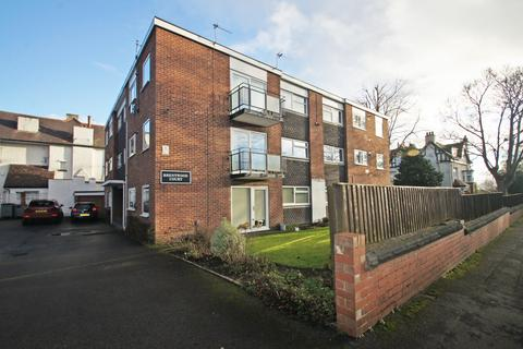 2 bedroom flat to rent - Brentwood Court, North Parade, West Park, Leeds 16