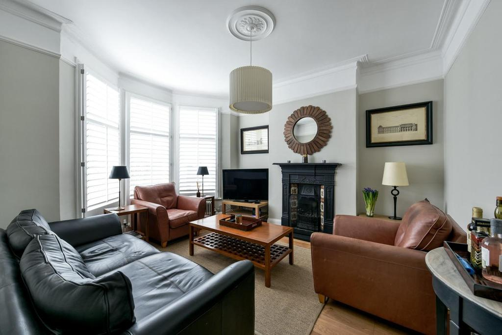 2 Bedrooms Maisonette Flat for sale in Haverhill Road, Balham