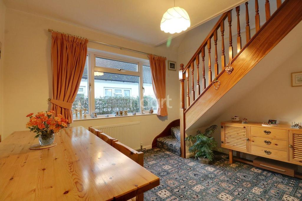 3 Bedrooms Bungalow for sale in Bridgwater Drive, Westcliff on Sea