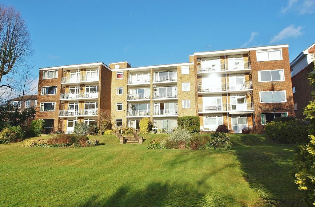 3 Bedrooms Flat for sale in Courtlands, 17 Court Downs Road, Beckenham