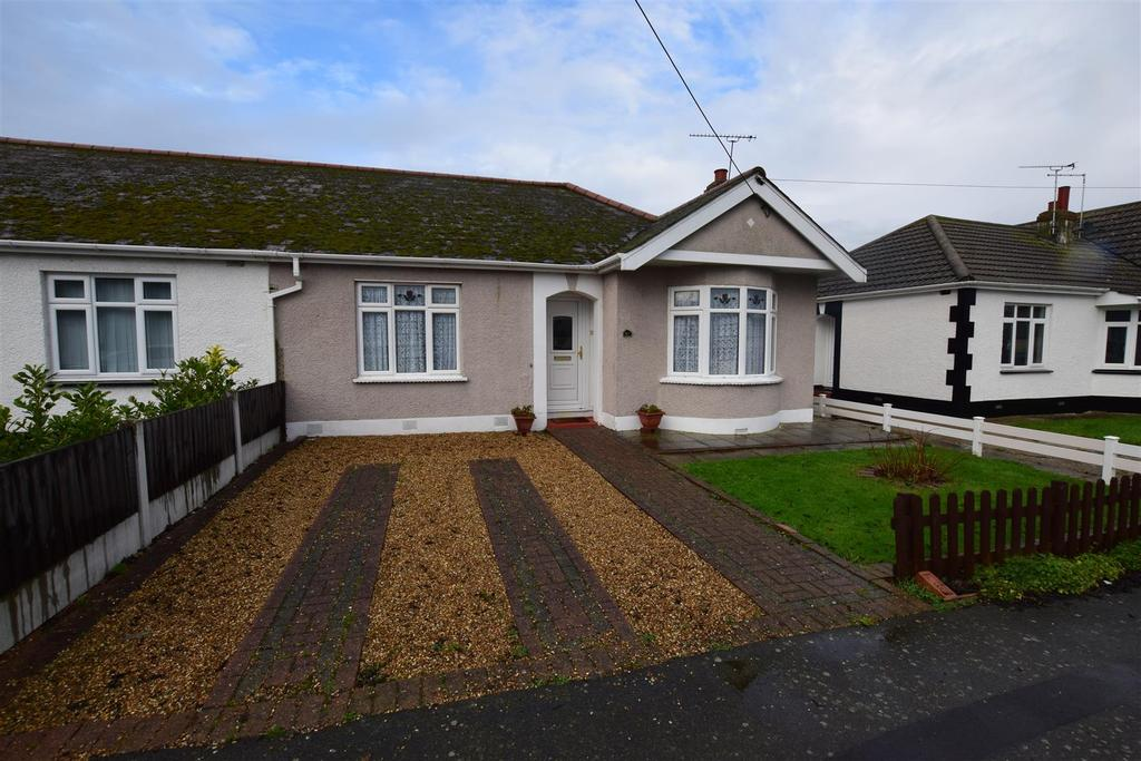 2 Bedrooms Semi Detached Bungalow for sale in The Driveway, Canvey Island