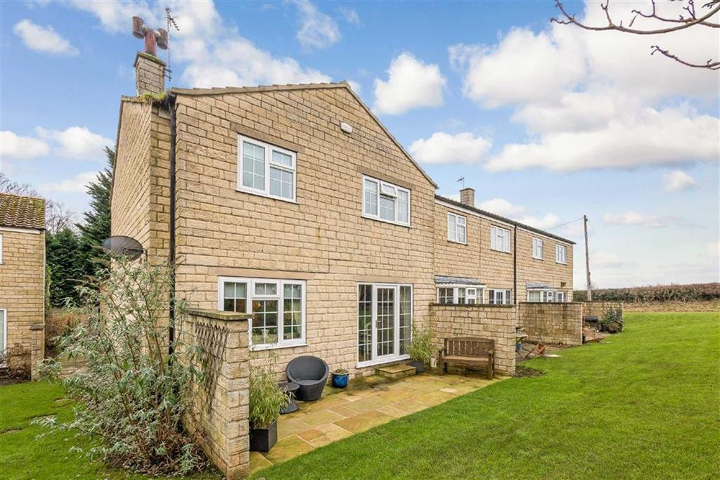 3 Bedrooms Town House for sale in Meadow Court, Burton Leonard, North Yorkshire