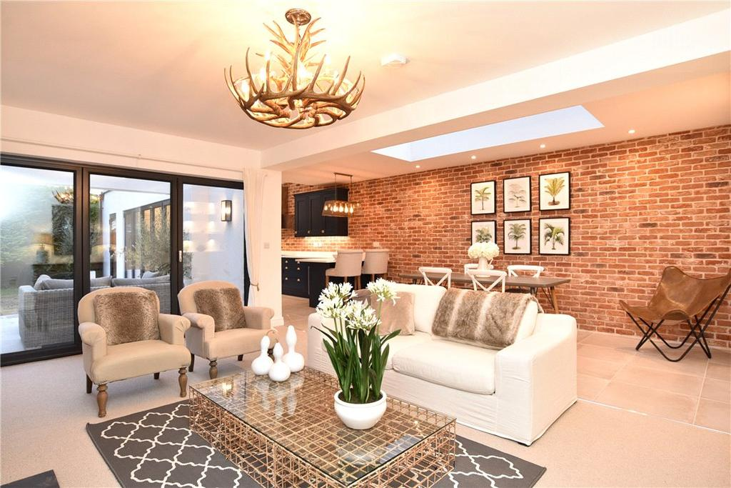3 Bedrooms Flat for sale in Cundall Way, Harrogate, North Yorkshire, HG2