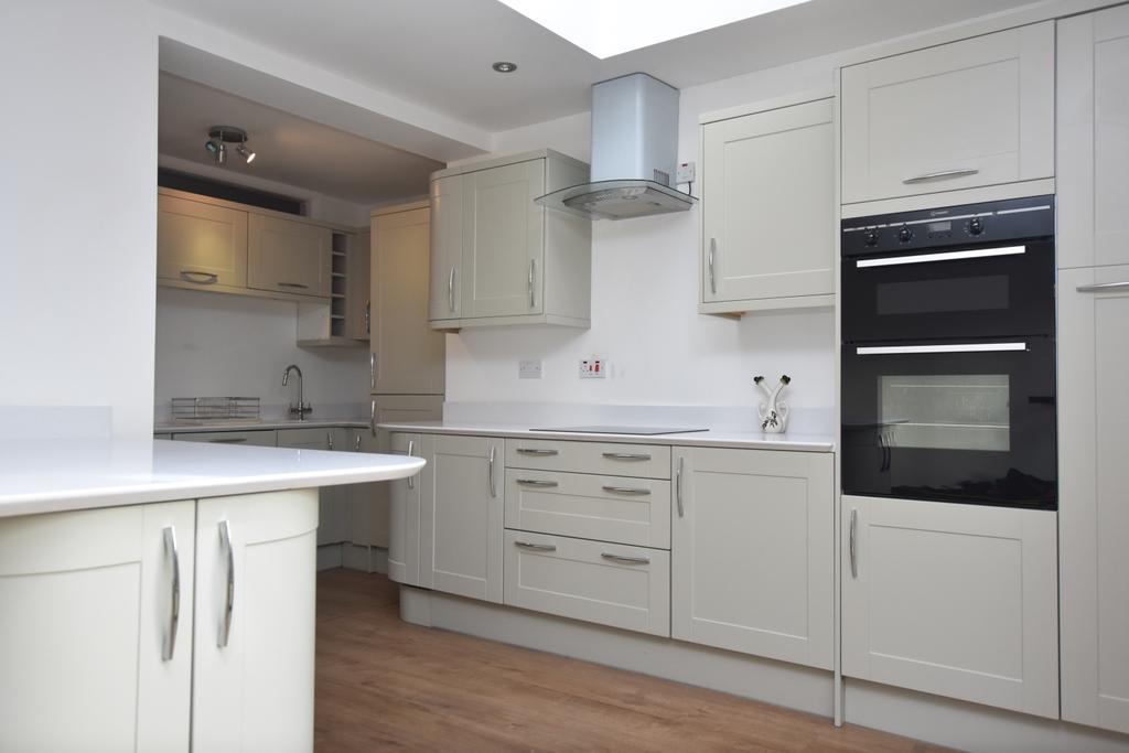 4 Bedrooms Flat for rent in Copers Cope Road Beckenham BR3