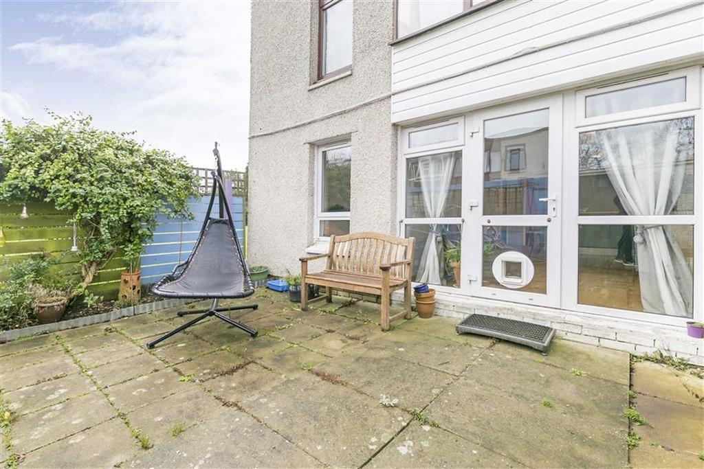 2 Bedrooms Maisonette Flat for sale in Fleetwood Close, Tadworth, Surrey