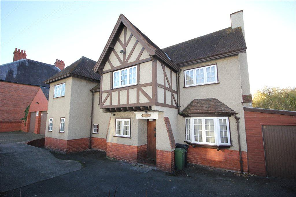 4 Bedrooms Detached House for sale in Barton Road, Hereford, HR4