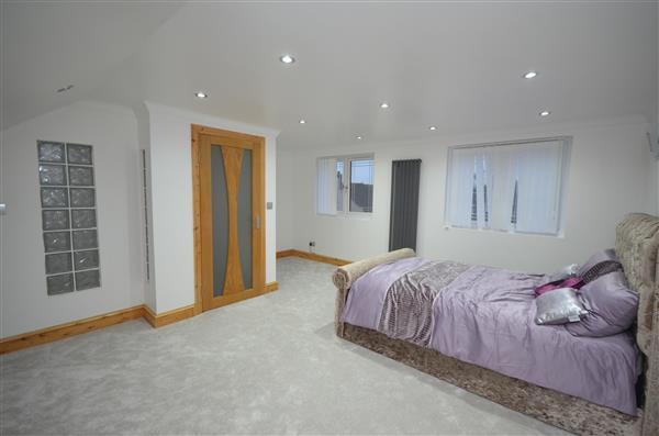 4 Bedrooms Terraced House for sale in Wellington Road, East Ham