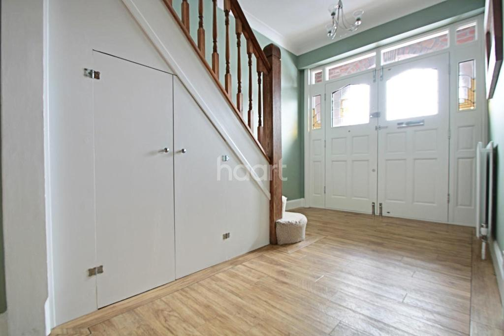 4 Bedrooms Semi Detached House for sale in The Drive