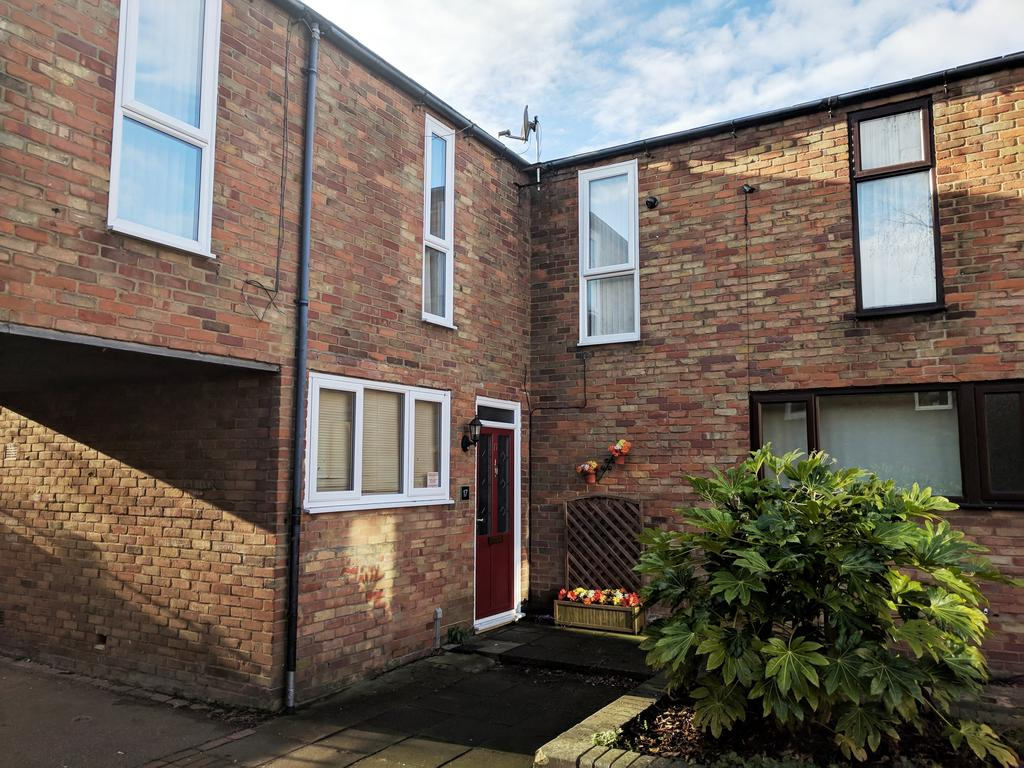 3 Bedrooms Terraced House for rent in Bostocke Close, Laindon, Essex