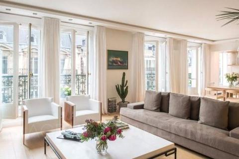 3 bedroom house  - Triangle D'or, Paris