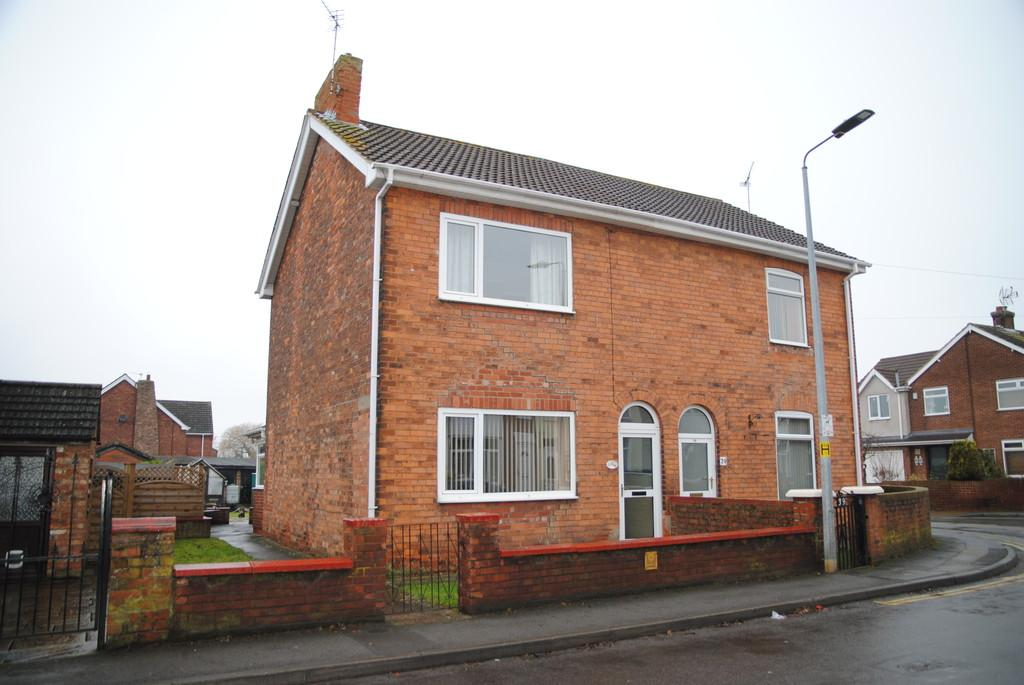 3 Bedrooms Semi Detached House for sale in Grammar School Road, Brigg
