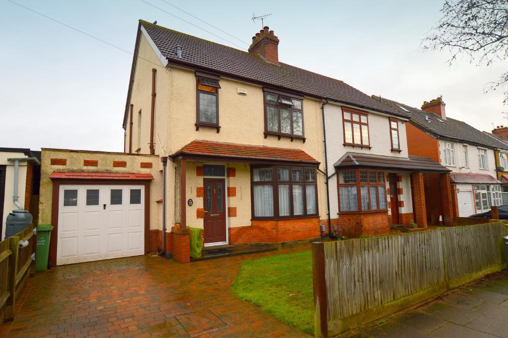 3 Bedrooms Semi Detached House for sale in Alexandra Avenue, Luton, LU3 1HH