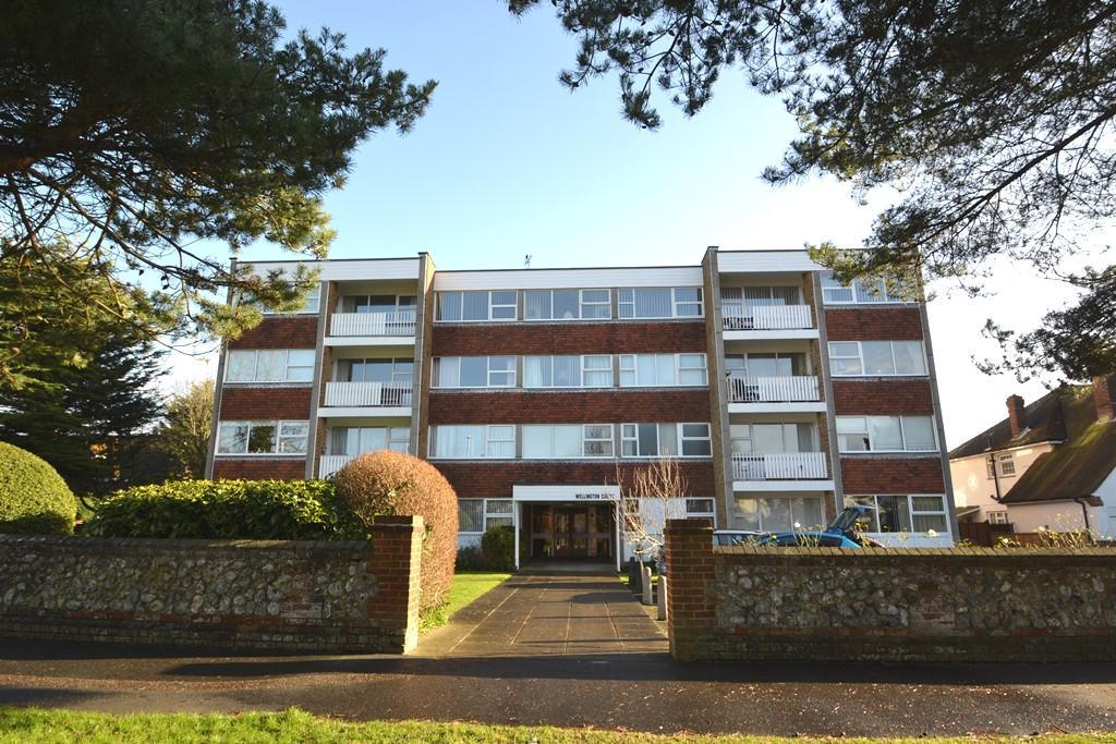 2 Bedrooms Flat for sale in Wellington Court, Grand Avenue, Worthing, West Sussex, BN11 5AB