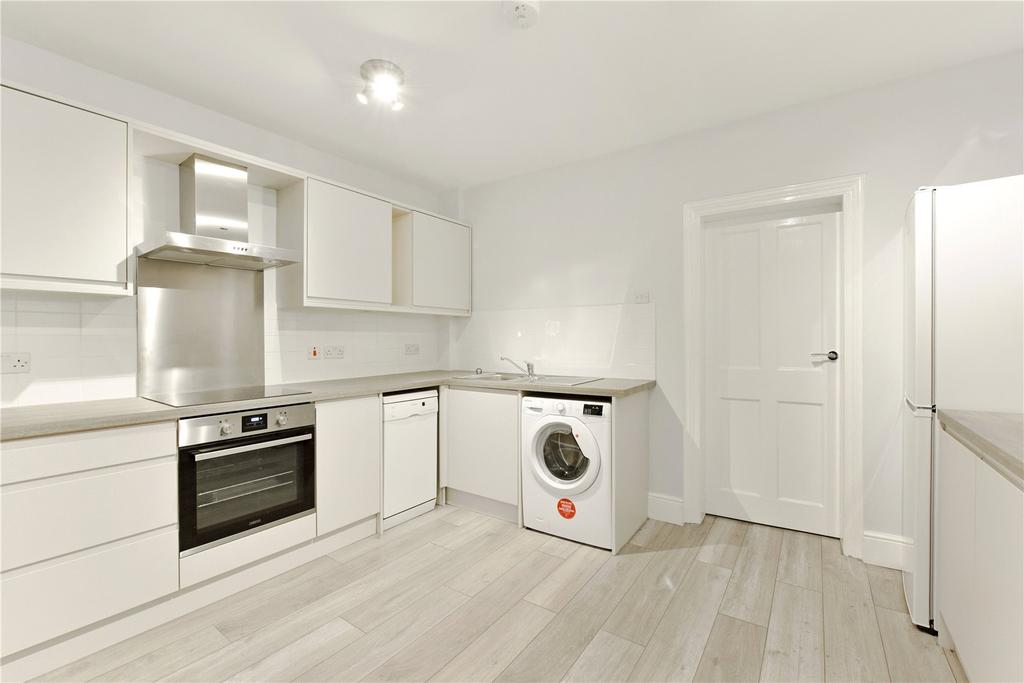 2 Bedrooms Flat for rent in High Street, Northwood, Middlesex, HA6