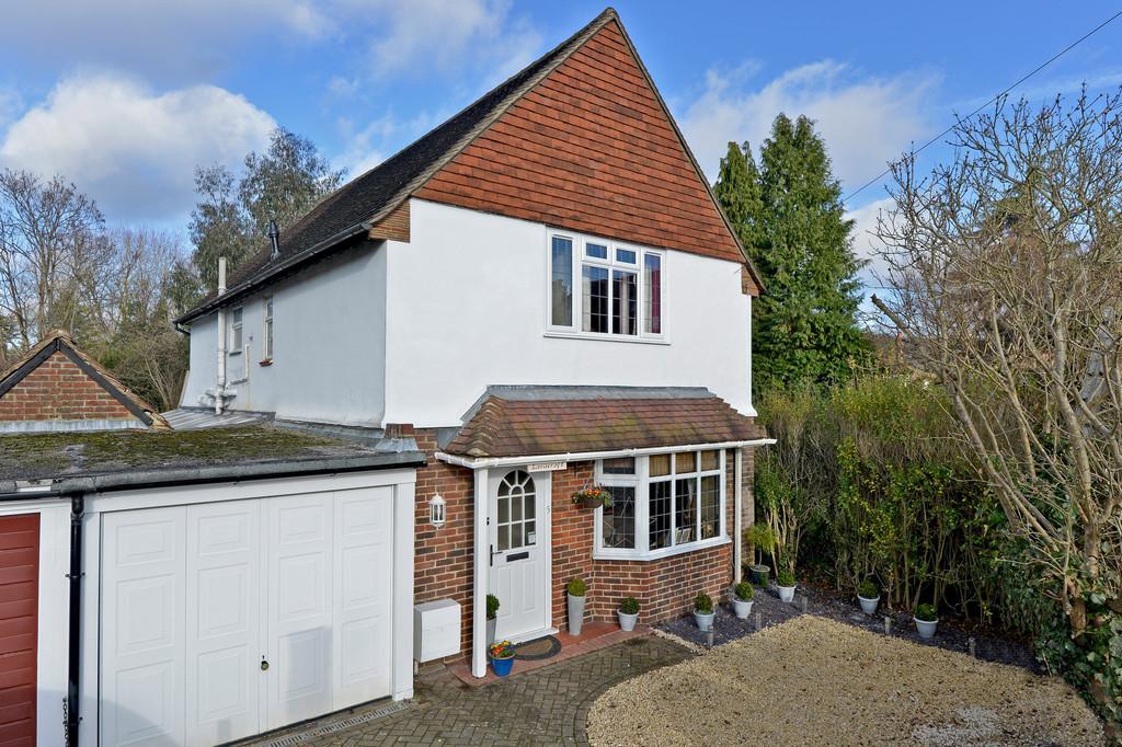 4 Bedrooms Link Detached House for sale in Tillingbourne Road, Shalford, Guildford GU4 8EY