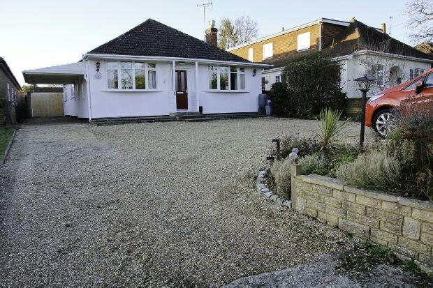 4 Bedrooms Detached House for sale in Loddon Bridge Road, Woodley, Reading,