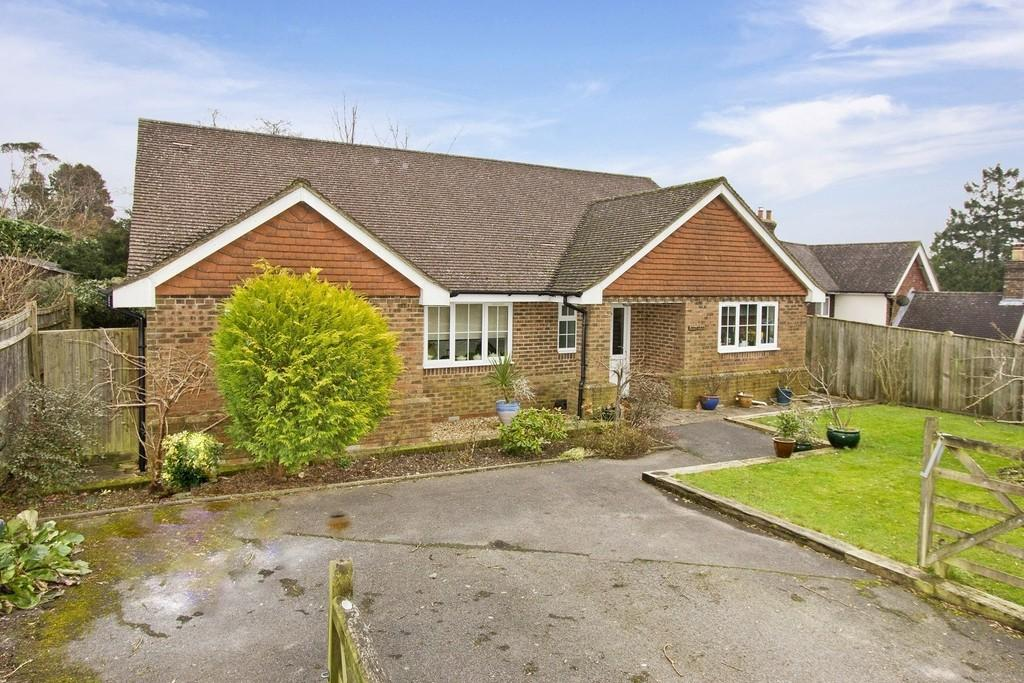 4 Bedrooms Detached Bungalow for sale in Southview Road. Crowborough