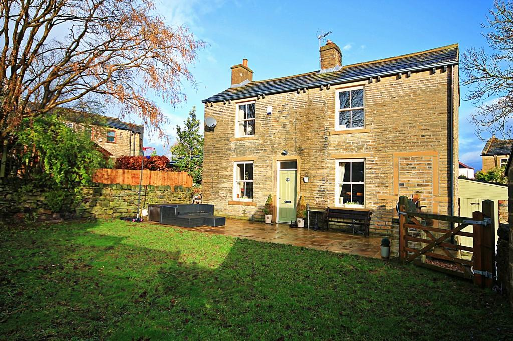 2 Bedrooms Detached House for sale in Low Fold, Baildon