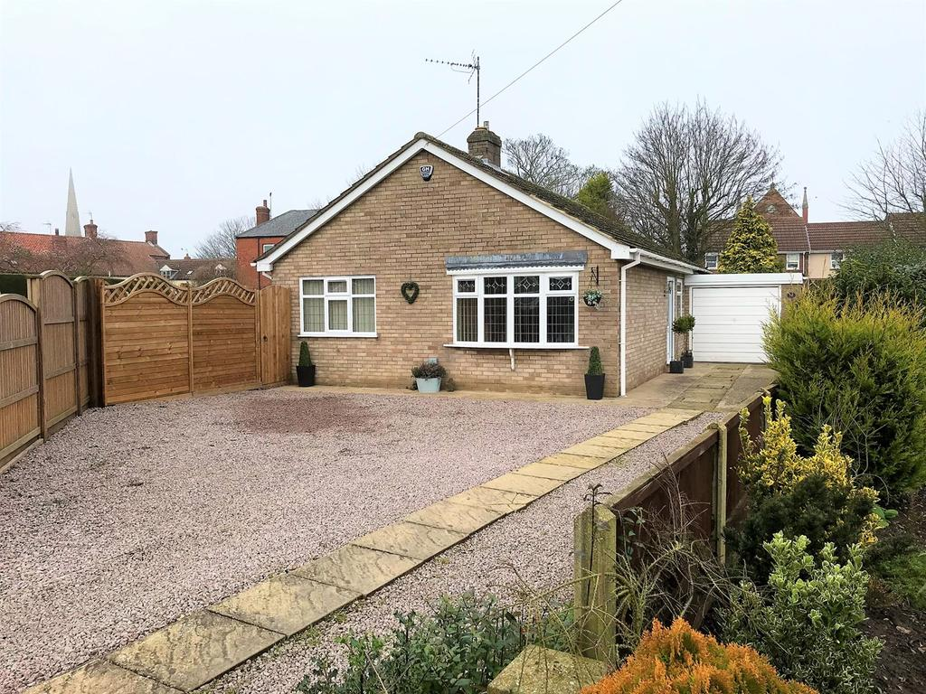 3 Bedrooms Bungalow for sale in Field Close, Gosberton, Spalding, PE11