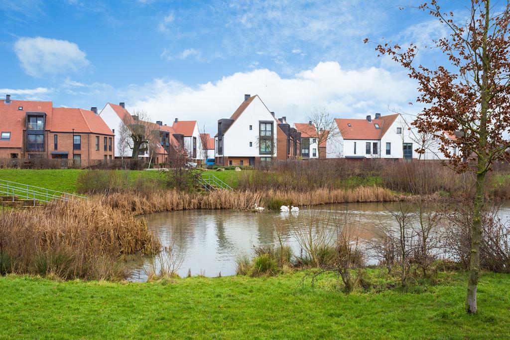 4 Bedrooms Town House for sale in Derwent Way, Derwenthorpe, York, YO10