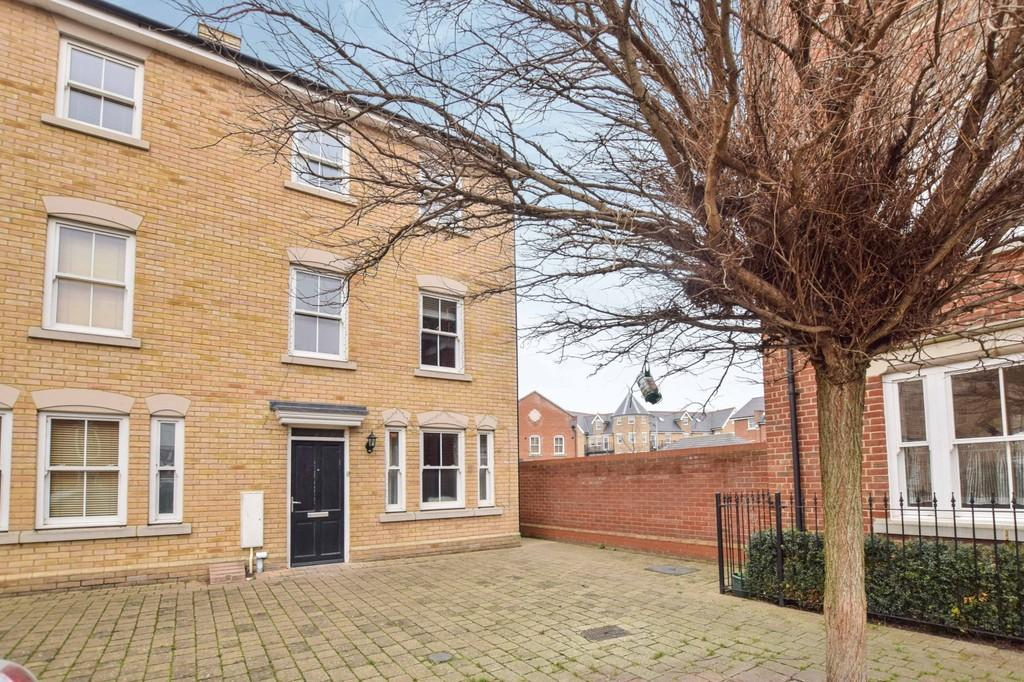 3 Bedrooms Town House for sale in Garland Road, Colchester, CO2 7GD
