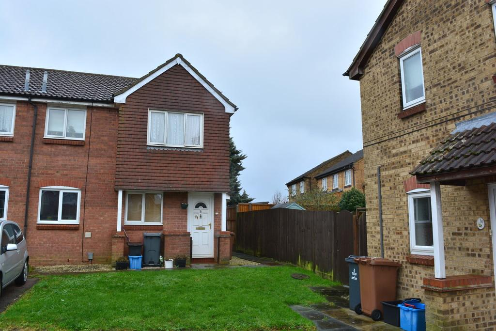 1 Bedroom Ground Flat for rent in Walnut Tree Close, Stevenage