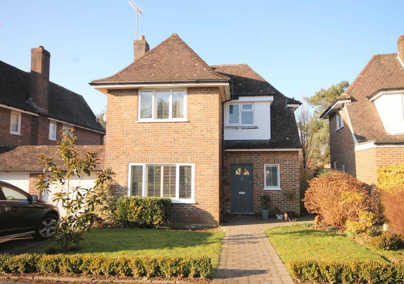 4 Bedrooms House for sale in Pickers Green, Lindfield, West Sussex