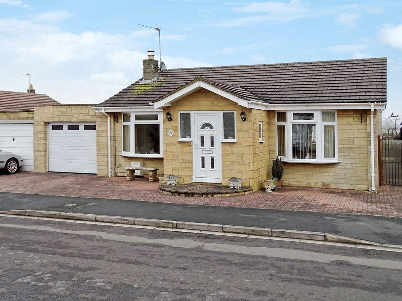 3 Bedrooms Detached Bungalow for sale in Savernake Avenue, Melksham