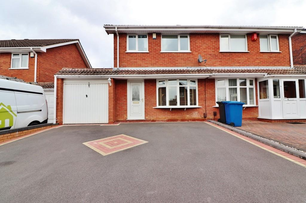 3 Bedrooms Semi Detached House for sale in Foxglove, Amington