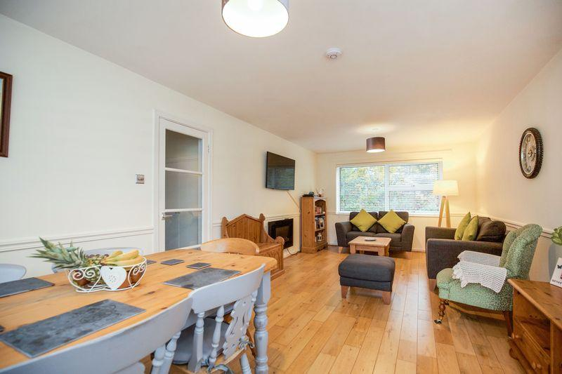 2 Bedrooms Ground Flat for sale in The Sidings, Horsham