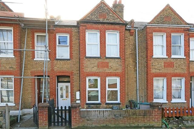 1 Bedroom Flat for sale in FORTESCUE ROAD, COLLIERS WOOD