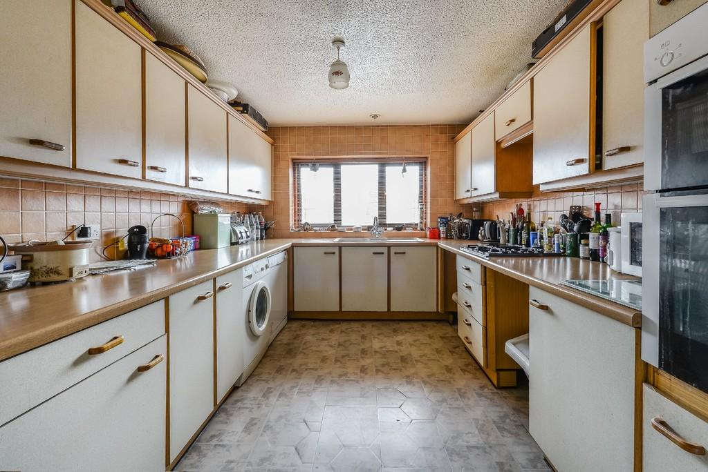 3 Bedrooms Link Detached House for sale in Avon Way, South Woodford