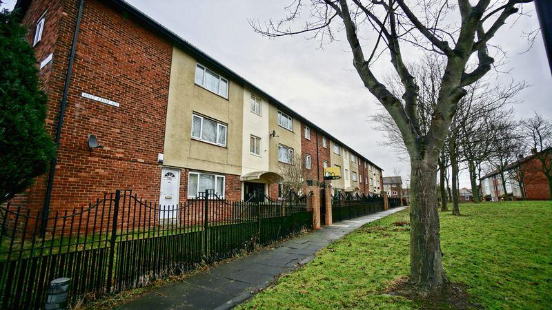 2 Bedrooms Apartment Flat for sale in West Farm Avenue, Longbenton