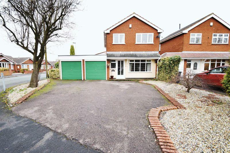 3 Bedrooms Detached House for sale in Lime Close, Staffordshire