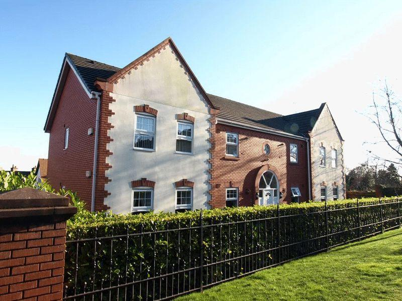 2 Bedrooms Apartment Flat for sale in Pensby Road, Heswall