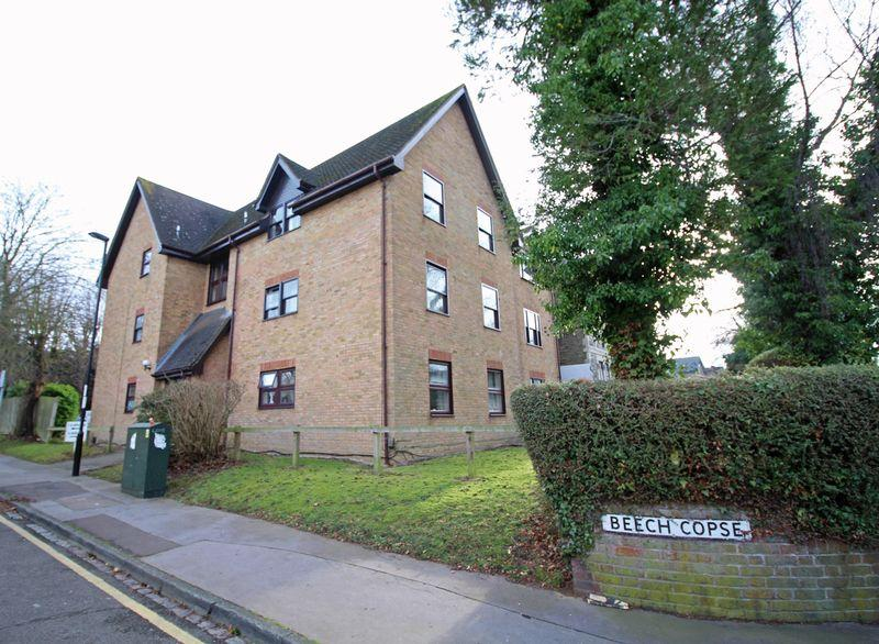 2 Bedrooms Apartment Flat for sale in Beech Copse, South Croydon, Surrey