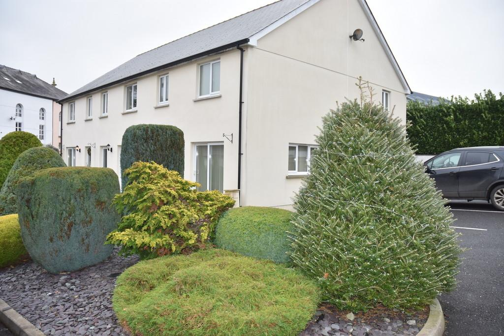 28 Parc Hafan Newcastle Emlyn Carmarthenshire 3 Bed Semi Detached House 650 Pcm 150 Pw
