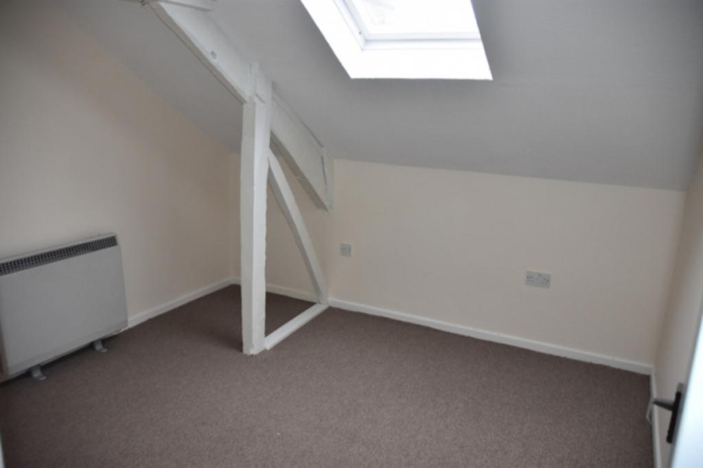 Bridge Street Newcastle Emlyn Carmarthenshire 2 Bed Apartment To Rent 450 Pcm 104 Pw