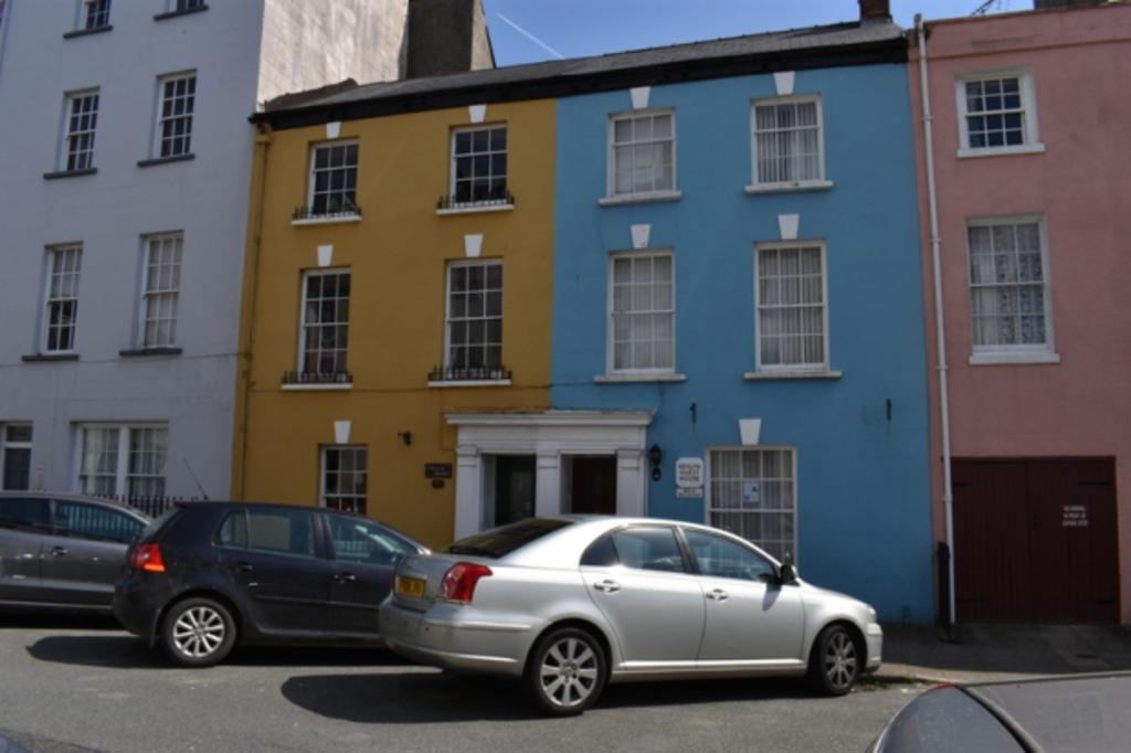 4 Bedrooms Town House for sale in 12 Hill Street, Haverfordwest, Pembrokeshire