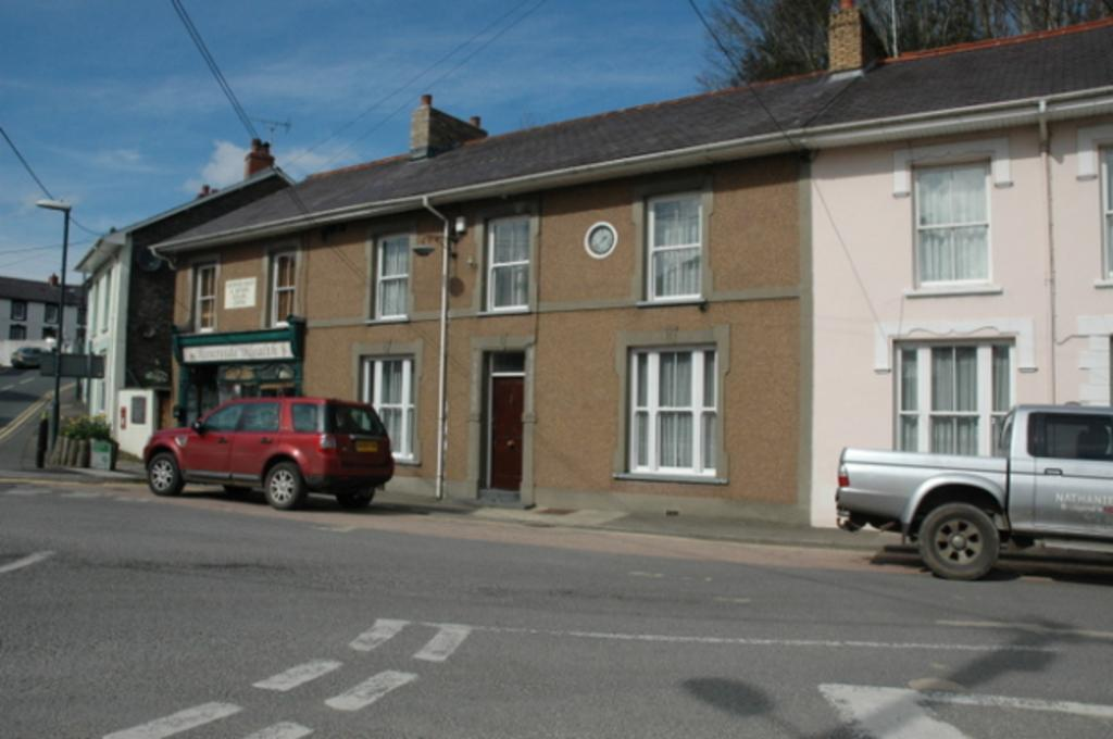 4 Bedrooms Terraced House for sale in 2 Teifi House, Newcastle Emlyn, Carmarthenshire