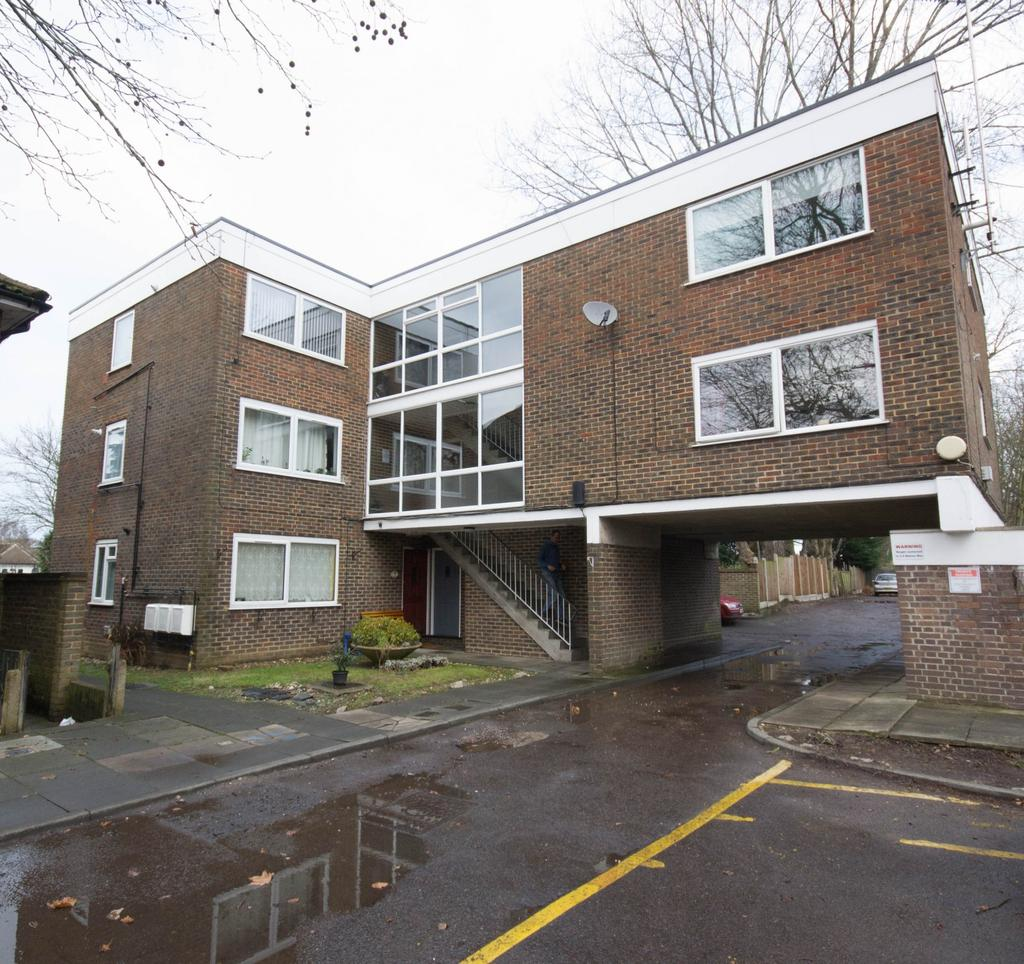 1 Bedroom Apartment Flat for sale in Chulmleigh Court, Gordon Road, Shenfield, Brentwood, Essex, CM15