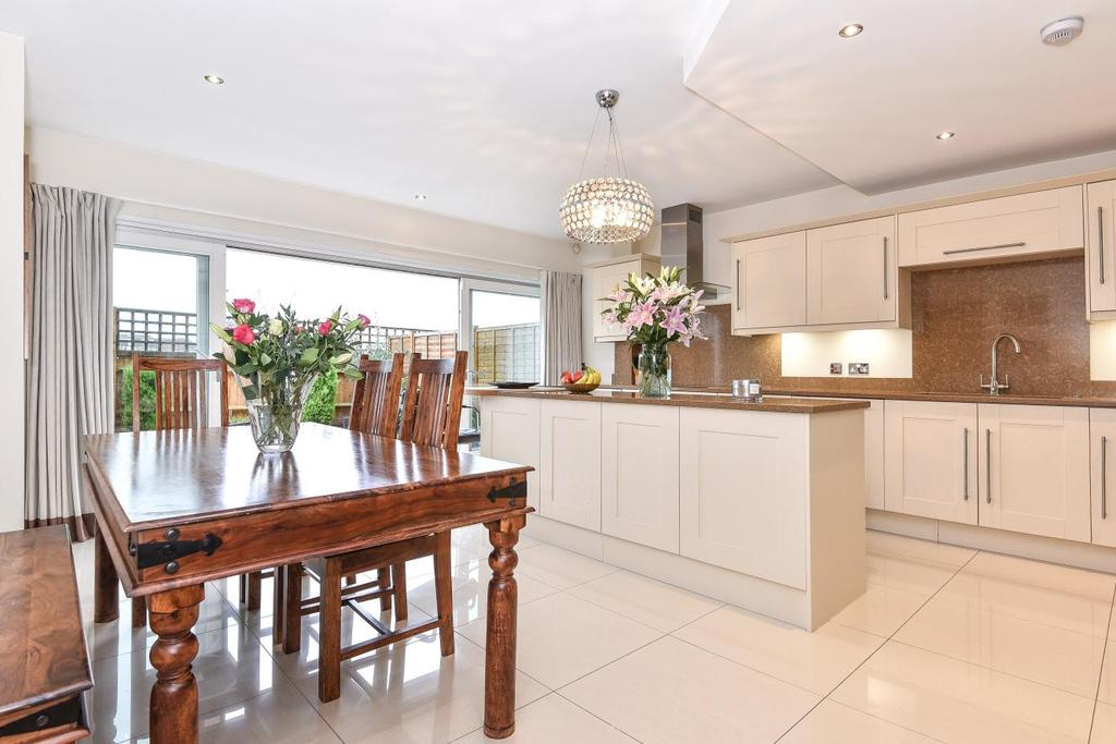4 Bedrooms Terraced House for sale in Greenview Drive, Raynes Park
