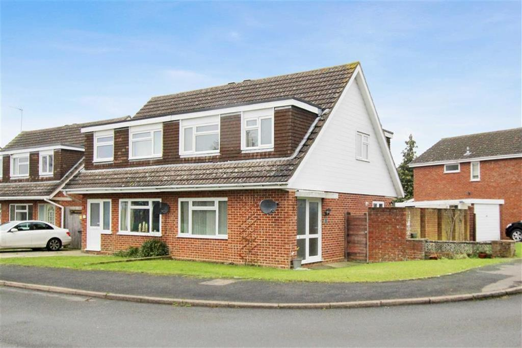 3 Bedrooms Semi Detached House for sale in 1, Faugere Close, Brackley