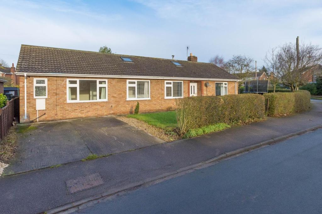 4 Bedrooms Detached Bungalow for sale in Gale Road, Alne, York