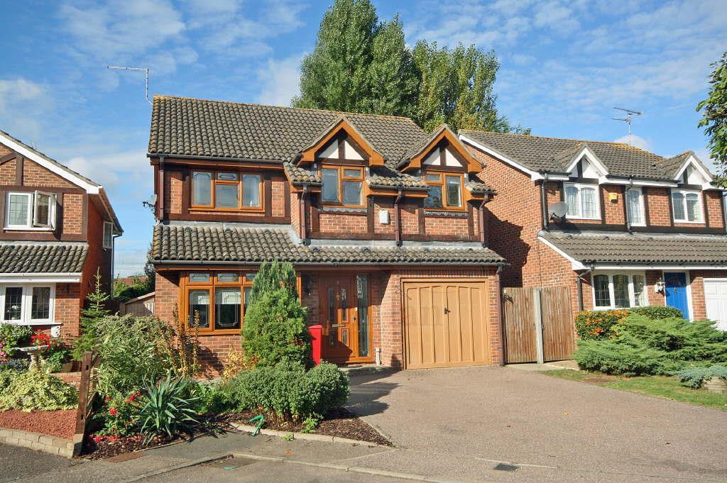 5 Bedrooms Detached House for sale in Robin Close, Stanstead Abbotts