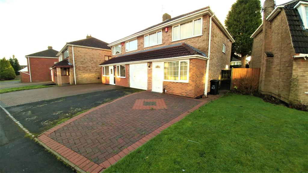 3 Bedrooms Semi Detached House for rent in 40 Spring Parklands, Dudley, DY1 2DJ