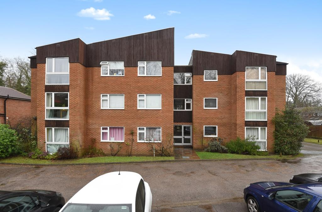2 Bedrooms Flat for sale in Woking